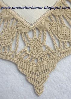 MACRAME                                   PC  Linen placemat with corner piece in macrame lace (detail).Uncinettoricamo