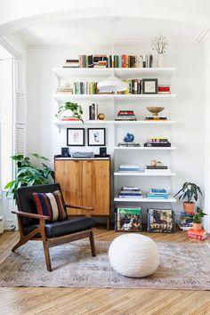 Brooklyn townhouse apartment deco in 2019 интерь Living Room Furniture, Living Room Decor, Living Room Vintage, Living Room Shelves, Furniture Layout, Living Room Designs, Living Spaces, Townhouse Apartments, Decor Inspiration