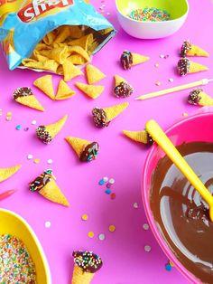 Bugles met pindakaas, chocolade en sprinkles
