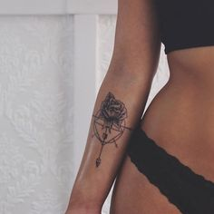 "11 k mentions J'aime, 32 commentaires - Tattoos X Travel (@justsmalltattoos) sur Instagram : ""Small and beautiful ❤"""