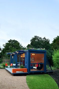 Container Guest House, San Antonio, 2010 - Poteet Architects, Brett Freeman, Isadora Sintes