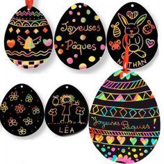 Ces jolis oeufs de Pâques de décoration sont en carte à gratter, ils sont donc très faciles, rapides et propres à réaliser. Votre enfant pourra très facilement et rapidement décorer ces oeufs de Pâques. Les oeufs prédécoupés sont en carte noir