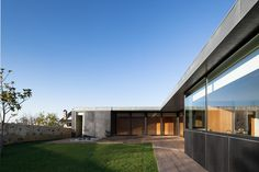 Black #Concrete #Building Displaying a #Minimalist #Architecture: House in Mosteiro