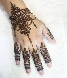 Collection of creative & unique mehndi-henna designs for girls Beautiful Henna Designs, Best Mehndi Designs, Bridal Mehndi Designs, Mehndi Designs For Hands, Simple Mehndi Designs, Mehandi Designs, Heena Design, Tattoo Henna, Henna Tattoo Designs