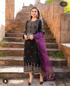 Pakistani Fashion Casual, Pakistani Suits, Pakistani Dresses, Lace Skirt, Sequin Skirt, Pakistani Actress, Party Wear, Kurti, Tie Dye Skirt