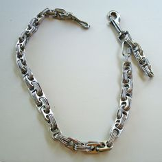 Made of recycled soda and beer tabs! Wallet Chain, Long Wallet, Soda Tab Crafts, Pop Can Tabs, Soda Tabs, Pop Cans, Beer Caps, Diy Jewelry, Recycling