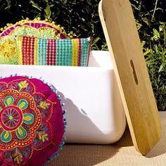 Garden Furniture Contemporary Outdoor Ideas For 2019 Contemporary Garden Furniture, Colorful Furniture, Futons, Garden Party Decorations, Dorm Decorations, Fresco, Porches, Moroccan Cushions, Outdoor Couch