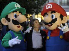 """Shigeru Miyamoto, considerado el padre del videojuego moderno y quien esta tarde recibirá aquí el Premio Príncipe de Asturias de Comunicación y Humanidades 2012. Afirma que los teléfonos inteligentes o smartphone están cambiando el mundo. Resaltó que en el futuro le gustaría seguir esforzándose """"para ofrecer juegos más divertidos para todo el mundo""""."""