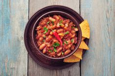 Chilli Con Carne is great in taco's or burritos, on toast or on it's own! Make a huge batch of chilli con carne and freeze it for easy meals. Pureed Food Recipes, Chili Recipes, Healthy Recipes, Paleo Dinner, Dinner Recipes, Con Carne Recipe, Cena Paleo, Frijoles Refritos, Bean Stew