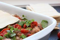 Kylling- og olivenlasagne med konfiterte tomater