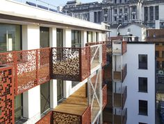 In hartje Brussel, midden in volkswijk de Marollen, heeft Styfhals & Partnerseen passief bouwcomplex opgetrokken. Het project Kapucijnen omvat 35