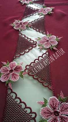 This pin was discovered by om salvabrani salvabrani – Artofit Embroidery Stitches, Hand Embroidery, Embroidery Designs, Crochet Flower Patterns, Crochet Flowers, Filigree Jewelry, Point Lace, Needle Lace, Knitted Shawls