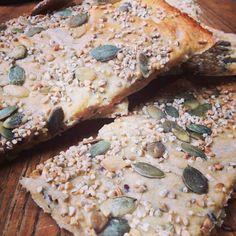 Croustilles aux graines (wasa maison) - Chips for seeds (homemade wasa) #cuisine #food #faitmaison #homemade #boulangerie #pain #yummy #eating #cooking #french #foodpic #foodgasm #instafood #instagood #français #vegetarien #recette La recette : oe-dans-leau.fr/cuisine-meme-moniq/croustilles-aux-graines-wasa-maison/