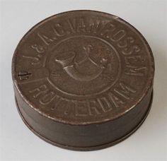 IJzeren tabaksblik met losse deksel van Van Rossem