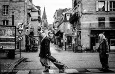 2 femmes traversent... by olivierbrechenade
