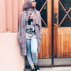 """4,871 Likes, 44 Comments - Where fashion meets modesty (@hijabmuslim) on Instagram: """"Me @mariammoufid wearing sweater and t-shirt from @_dvision @_dvision"""""""