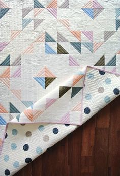 Indian Summer Baby Quilt | Capture the magical time of year between summer and fall with this gorgeous baby quilt pattern!