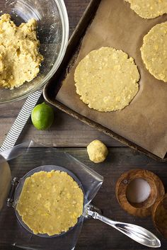 How-to Make Plantain Tortillas // Tasty Yummies // www. Paleo Recipes, Mexican Food Recipes, Whole Food Recipes, Cooking Recipes, Mexican Desserts, Freezer Recipes, Banana Recipes, Green Plantain Recipes, Vegan Plantain Recipe
