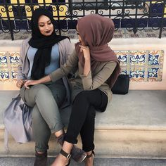 Outfit of the Day - hijab ootd; Modest Wear, Modest Outfits, Modest Fashion, Muslim Women Fashion, Islamic Fashion, Hijab Casual, Hijab Chic, Beautiful Muslim Women, Beautiful Hijab