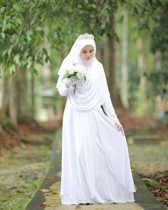 Syari Bride by ? Muslim Wedding Gown, Malay Wedding Dress, Muslimah Wedding Dress, Muslim Wedding Dresses, Muslim Brides, Dream Wedding Dresses, Wedding Gowns, Bridesmaid Dresses, Wedding Hijab Styles