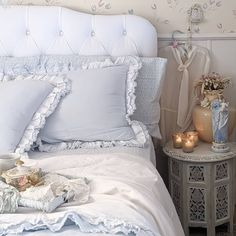 Instagram French Grey, French Country, Tiny House Living, Living Room, Swedish Farmhouse, Tiny Spaces, Entry Hall, Tiny Houses, Comforters