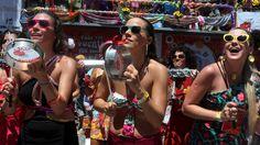 CI Rio de Janeiro (RJ) 31/01/2016 - Bloco Fogo e Paixão. Largo de São Francisco , Centro. Foto Fabiano Rocha / Extra   Foto: Fabiano Rocha/Extra  Leia mais: http://extra.globo.com/fotografias/domingo-de-folia-no-rio-18580494.html#ixzz4HtZbO8rL