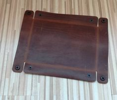 Leather tray Leather Valet Tray Leather Catchall Jewelry Leather tray Leather Valet Tray Leather Catchall Jewelry Image Size: 570 x 491 Source Leather Accessories, Leather Jewelry, Home Accessories, Leather Tray, Leather Gifts, Diy Leather Projects, Leather Workshop, Jewelry Tray, Etsy Jewelry