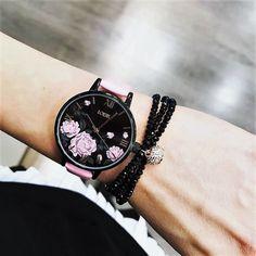 Een nieuw design van LOISIR. Wat denken jullie: leuk, of minder leuk? www.aperfectgift.nl voor de gehele collectie. . . .   #loisir #horloges #dameshorloges #horloge #cadeau #cadeautje #cadeaus #cadeautip #inspiratie #cadeauvoorhaar #merk #sieraad #sieraden #sieradenwebshop #sieradenwebwinkel #rosegoud #inspo #armcandy #armparty  #trendy #jewellery #jewelry #jewelrydesign #jewelleryaddict #design #brand #branding #jewellerydesign Smart Watch, Fashion, Clocks, Hobbies, Moda, Smartwatch, Fashion Styles, Fashion Illustrations