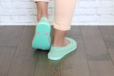 "Turn cheap flip flops into crochet slippers or shoes for summer in this free crochet pattern using Lion Brand Cotton in ""Mint. Easy Crochet Slippers, Crochet Slipper Boots, Crochet Sandals, Crochet Slipper Pattern, Crochet Patterns, Free Crochet, Crochet Baby, Knitted Baby, Crochet Crafts"