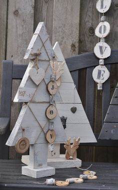99 Easy and Creative DIY Christmas Tree Design Ideas You Can Try as Alternatives - Pallet Christmas Tree, Christmas Wood Crafts, Christmas Tree Design, Noel Christmas, Rustic Christmas, Modern Christmas, Christmas Projects, Holiday Crafts, Christmas Decorations