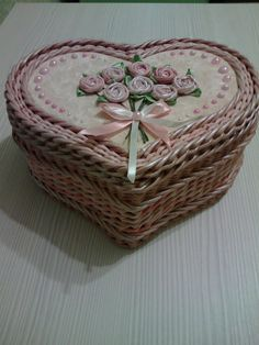 Diy And Crafts, Arts And Crafts, Paper Weaving, Paper Basket, Pottery Designs, Sisal, Doilies, Newspaper, Flower Art