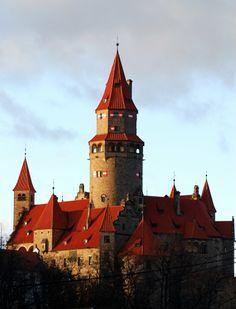 Discover the world through photos. Czech Republic, Castle, Community, World, Building, Places, Travel, Painting, Garden