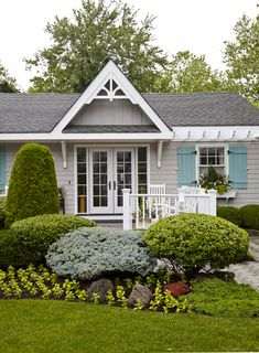 cutest cottage!! Love all the teal aspects. nice grey beadboard