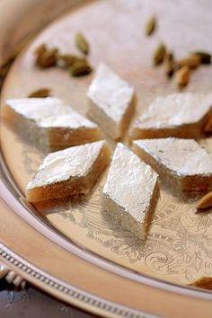 Makroud el Louse (Algerian almond cookies) - Algeria