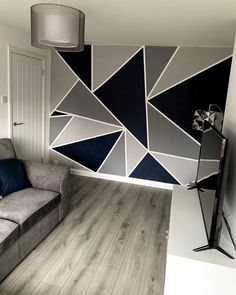 Only need tape. And the colors: Boedapest, Scorpion, Reclame, Haags Blauw – BuzzTMZ Bedroom Wall Designs, Wall Decor Design, Accent Wall Bedroom, Room Paint Designs, Geometric Wall Paint, Geometric Wallpaper, Wall Painting Decor, Tape Painting, Creative Wall Painting