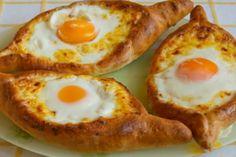 Turte de cașcaval pe bază de iaurt la tigaie – se prepară rapid și au un gust extraordinar! - Bucatarul Avocado Egg, Appetizers, Cooking Recipes, Eggs, Homemade, Breakfast, Food, Morning Coffee, Home Made