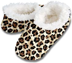 Snoozies! Leopard Stripe Women's Sherpa Footcoverings Large Snoozies http://www.amazon.com/dp/B00JAHLP4Y/ref=cm_sw_r_pi_dp_Vas4wb19FK09A