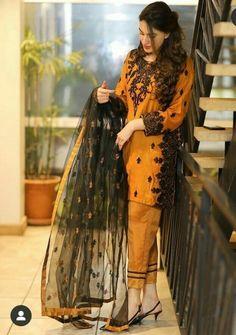 Pakistani Fancy Dresses, Beautiful Pakistani Dresses, Pakistani Fashion Party Wear, Pakistani Wedding Outfits, Indian Fashion Dresses, Pakistani Dress Design, Indian Designer Outfits, Fancy Dress Design, Bridal Dress Design