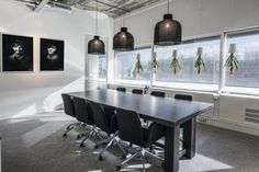 Office Tuesday - Eleven: Industrial office with 'space' for a buzz | Woonhome.nl