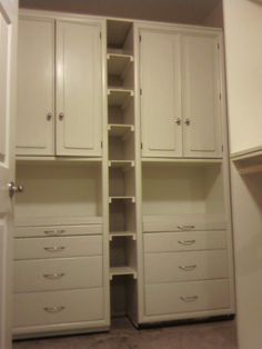 Drawers/accessories area, shoe storage