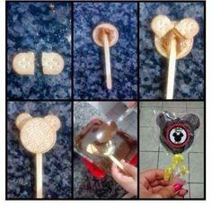 Pirulito de biscoito mickey Fiesta Mickey Mouse, Baby Mickey, Mickey Birthday, Mickey Party, Mickey Minnie Mouse, Baby Birthday, Ball Birthday Parties, Birthday Party Themes, Bday Girl