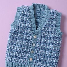 His first elegant and sporty summer gilet is in organic cotton. This knitting pattern is a perfect gift for summer, suitable for the intermediate knitter. Organic Baby, Organic Cotton, Linnet, Coton Bio, Blue Wool, Garter Stitch, Baby Accessories, Knitting Patterns, Elegant