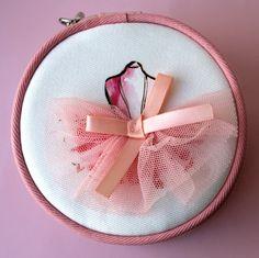 Etude House Dreaming Swan makeup bag