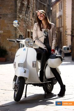 Piaggio Vespa, Vespa Bike, Motos Vespa, Lambretta Scooter, Vespa Scooters, Vintage Vespa, Motos Vintage, Scooter Girl, Tatoo Bike