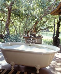 Outdoor bath with clawfoot tub. I would need to live in BFE to enjoy this, but n… Outdoor bath with clawfoot tub. I would need to live in BFE to enjoy this, but none the less this is pretty awesome! Outdoor Spa, Outdoor Bathtub, Outdoor Bathrooms, Outdoor Gardens, Garden Bathtub, Clawfoot Bathtub, Garden Pond, Africa Safari Lodge, Outside Showers