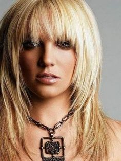 20 Choppy Layered Hairstyles with Bangs People who have dark fluorescent Afro Short Scene Haircuts, Shaggy Haircuts, Haircuts For Long Hair, Straight Hairstyles, Layered Hairstyles, Long Scene Hairstyles, Short Hairstyles With Bangs, Teenage Hairstyles, Layered Hair With Bangs