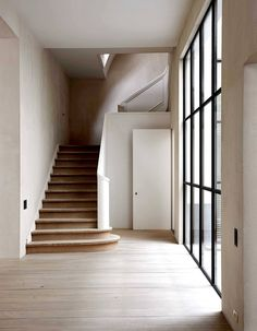 Belgium has always been famous for its excellent architecture and design, and Vincent Van Duysen is its prominent representative. For almost 30 years, his ✌Pufikhomes - source of home inspiration Vincent Van Duysen, Top Interior Designers, Fashion Designers, Staircase Design, Curved Staircase, Spiral Staircases, Pent House, Stairways, Interior Architecture