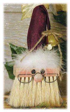 Recyclez de vieux pinceaux pour en faire des Pères Noël! WOW! Quelle belle idée! Et non seulement vous pourrez les accrocher au sapin de Noël, mais vous pourrez aussi les accrocher un peu n'import où dans la maison! C'est une belle idée cadeau aussi!