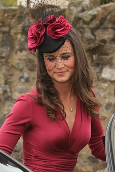 Looking lovely for the formal affair, Pippa Middleton was spotted in Scotland with friends to attend the wedding of Camilla Hook and Sam Holland this afternoon (May Millinery Hats, Fascinator Hats, Fascinators, Headpieces, Pippa Middleton Style, Dresscode, Elisabeth Ii, Cocktail Hat, Fancy Hats