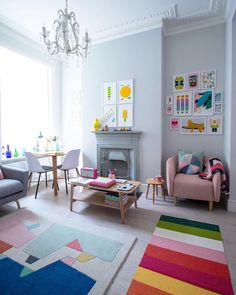 Small living room space for flexible living at home. A few tips and ideas on how to make the most of small space living with multiple use furniture. Simple Living Room, Living At Home, Small Living Rooms, Home Design, Room Feng Shui, Home Interior, Interior Design, Pink Houses, Room Decor